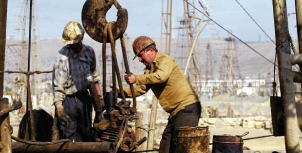 homens-trabalhando-protecao-creme-resistente-a-oleo-620x315