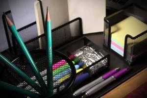 porta-lapis-uso-no-escritorio-300x200