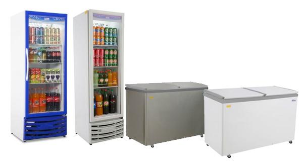 Imagem de Freezer ao lado de geladeiras de cozinha industrial