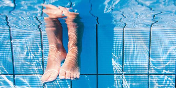 piscina-com-água-cristalina (1)