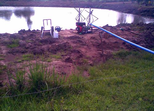 motobomba-drenando-a-água-de-um-lago