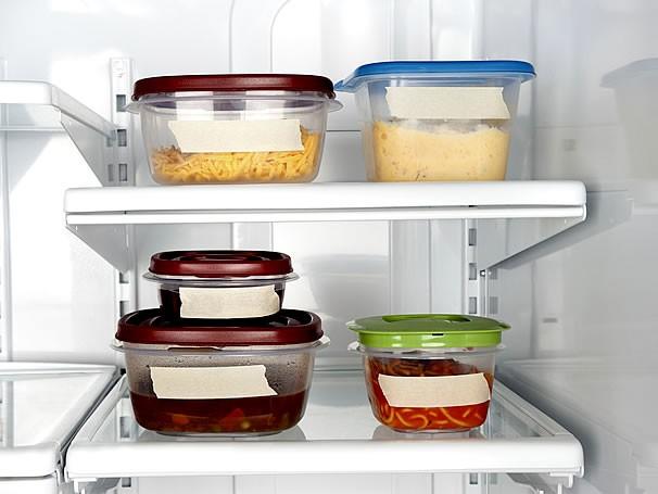 armazenando alimentos na geladeira